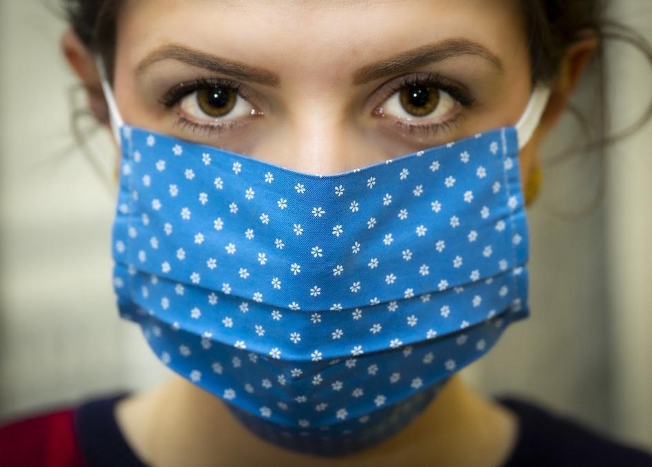 Gesicht mit Mundschutz